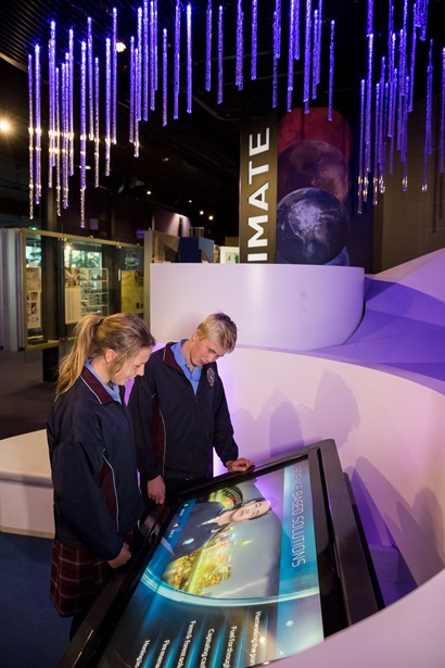 Students at a display at CSIRO Discovery Centre