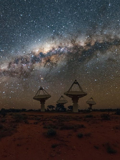 Antennas of CSIROs ASKAP Telescope under the Milky Way in Western Australia