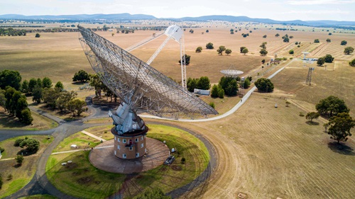 Three telescopes of the CSIRO Parkes Observatory.