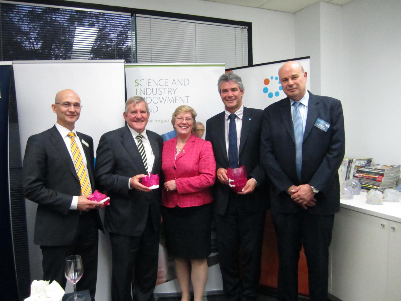 (L‑R) Andrew Batty, Minister Ian Macfarlane, Dr Megan Clark, Dr Keith McLean and Professor Ian Smith.