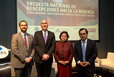Three men and a woman in the presentation of this report CSIRO Mining Minister
