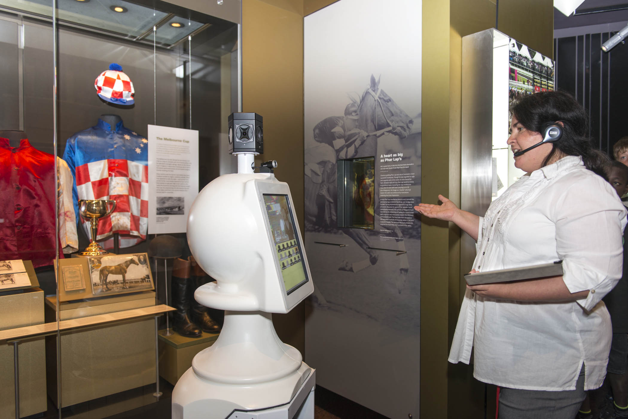 A guide from the National Museum of Australia uses the museum robot to show students Phar Lap's heart.