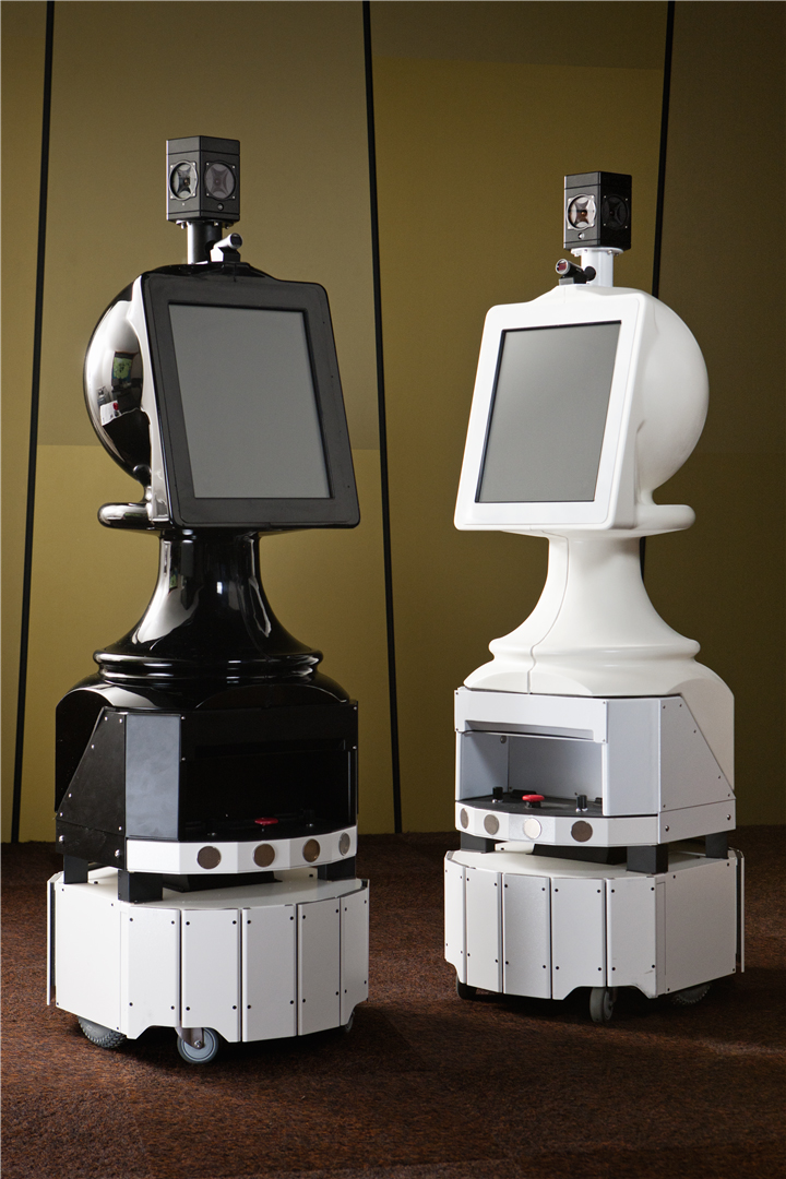 Two which robots roam the halls of the National Museum of Australia