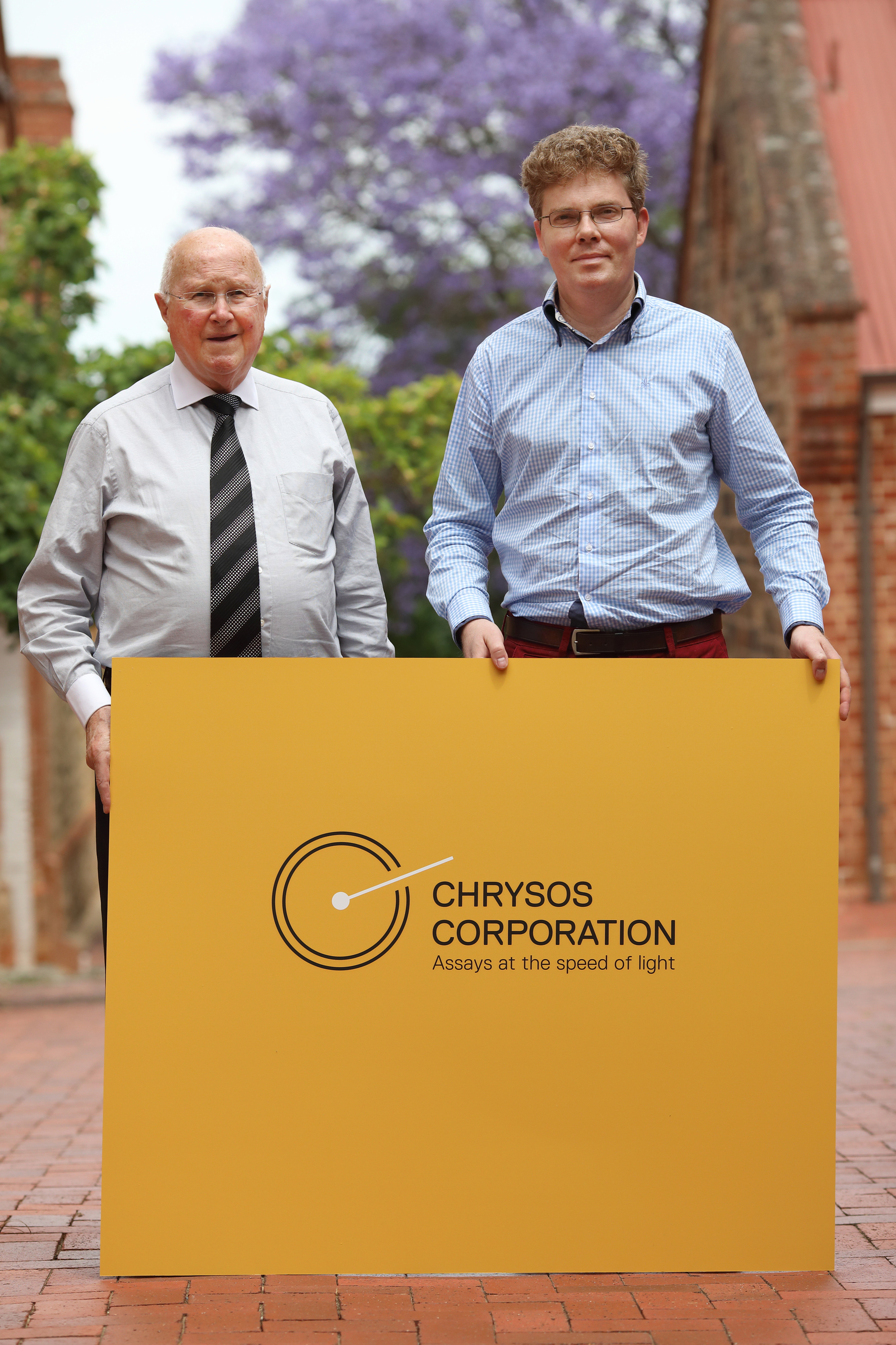 (L-R): Mr Anthony McLellan, Chairman of Chrysos, and Dr James Tickner , CSIRO's lead inventor of the PhotonAssay X-ray gold detection technology.