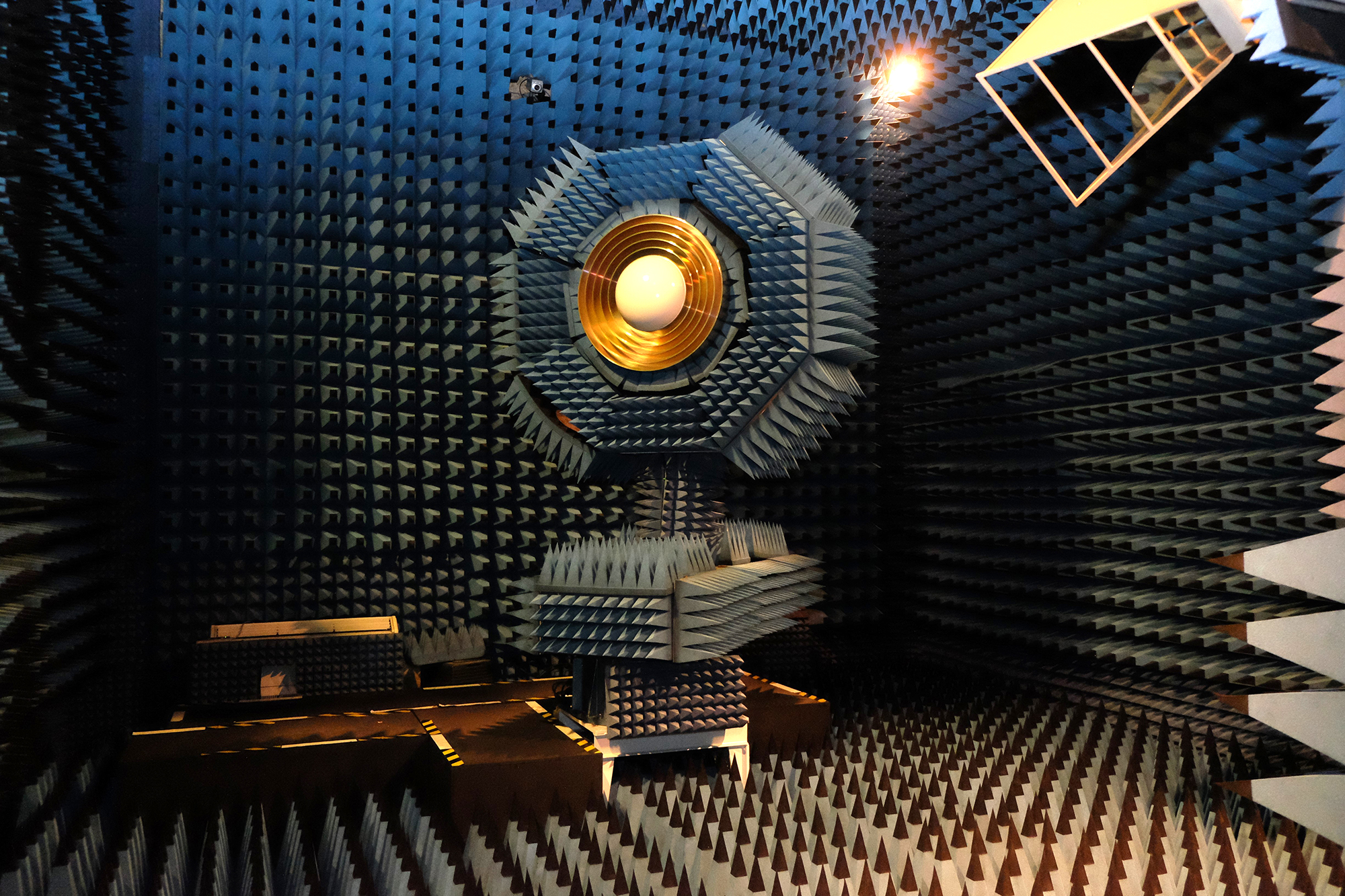 Receiver in the anechoic chamber.