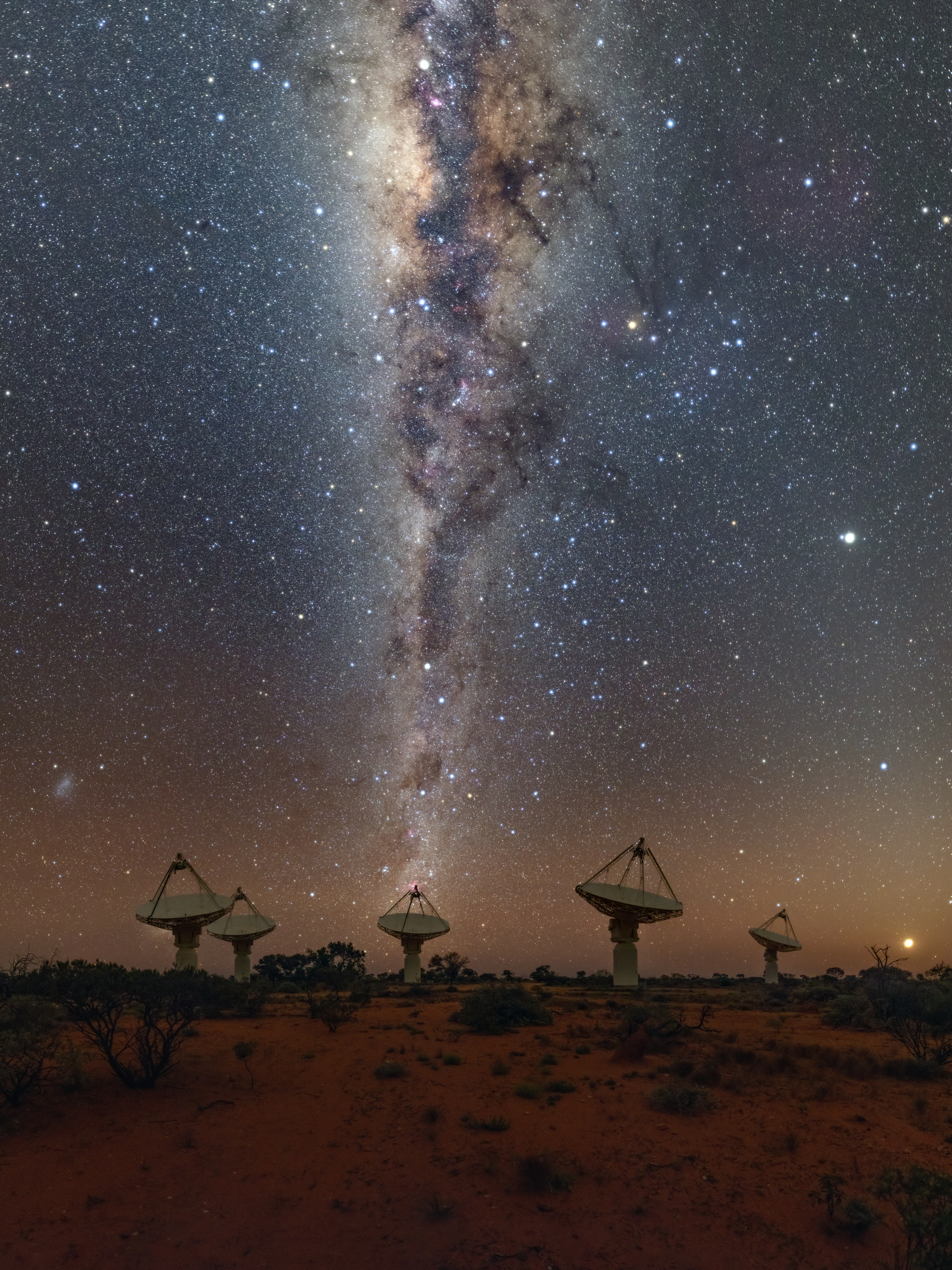 Milky Way galaxy stretches above ASKAP